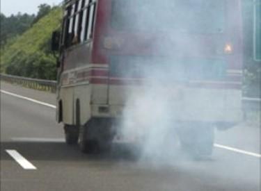 Véhicules Fumants : Comment les gaz d'échappements nous empoisonnent
