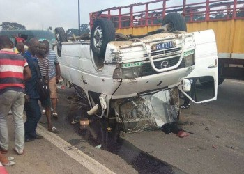Abidjan : Un mini car déverse ses occupants sur la chaussée et fait plusieurs victimes