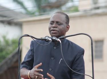 Réaménagement des parkings au Plateau : le maire Akossi Benjo lance les travaux