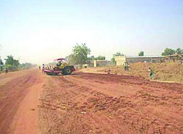 Des rues de la ville d'Akoupé reçoivent leur premier bitume
