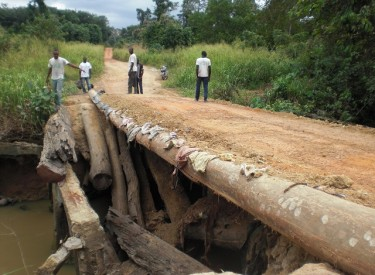 Côte d'Ivoire/Les usagers inquiets de l'état du pont sur la rivière Gbéguénou (Grand-Lahou)
