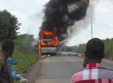 Sinistre : Un car de transport en commun de Touba calciné