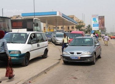 Carrefours d'Abidjan: les wôrô-wôrô installent le désordre