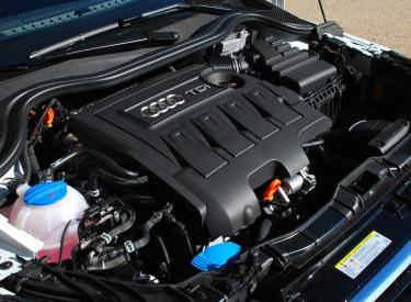 Comment examiner le moteur de la voiture