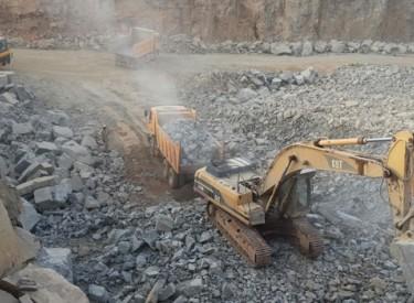 La découverte d'une carrière de granit favorise le bitumage de l'axe Tabou-Prollo