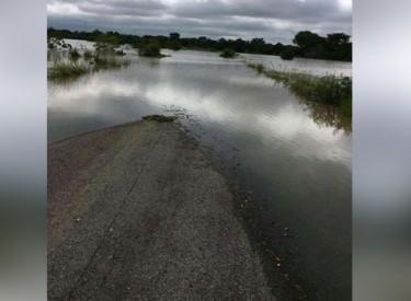 La route nationale coupée par les eaux à M'Bahiakro