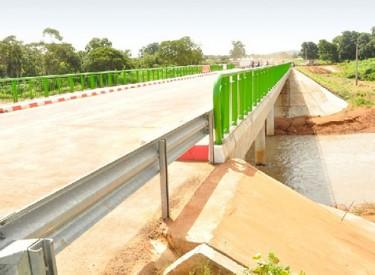 La construction d'un nouveau pont annoncée sur le fleuve Nzo à Guiglo